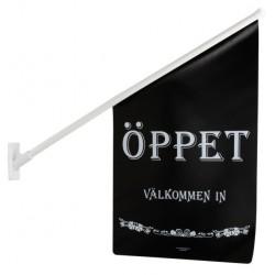 """Flagga """"Öppet"""" svart med vit text"""